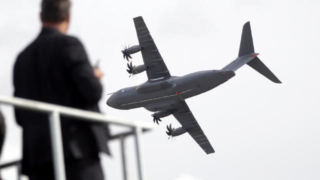 Un Airbus militaire A400M, à Berlin le 12 septembre 2012 [Wolfgang Kumm / AFP]
