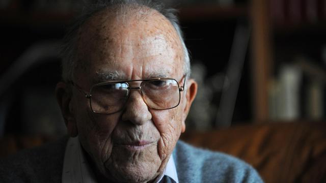 Le dirigeant historique du Parti communiste espagnol Santiago Carrillo, en novembre 2008 chez lui, à Madrid [Pierre-Philippe Marcou / AFP/Archives]