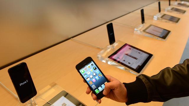 Téléphone portable et tablette numériques présentés en septembre 2012 [Christof Stache / AFP/Archives]