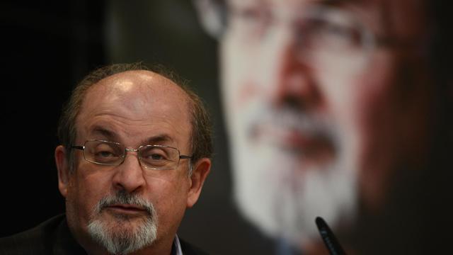 Salman Rushdie lors d'une conférence de presse à Berlin le 1er octobre [Johannes Eisele / AFP]