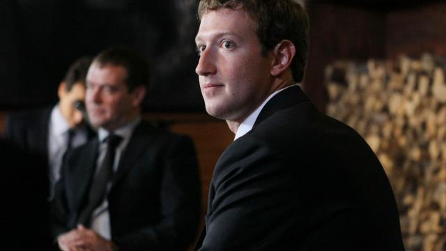 Marc Zuckerberg (d) et Dmitri Medvedev le 1er octobre 2012 à Moscou [Yekaterina Shtukina / AFP]
