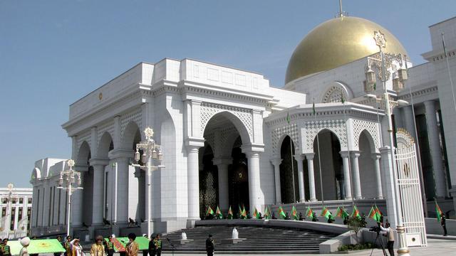 Le palais présidentiel du Turkménistan, à Achkhabad, pris en photo le 18 mai 2011 [ / AFP/Archives]