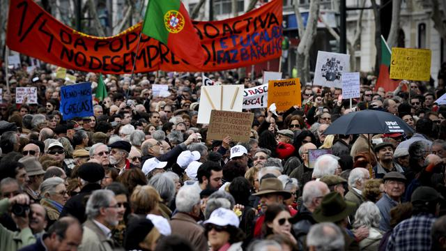 Des Portugais manifestent contre le plan d'aide de la troïka, le 2 mars 2013 à Lisbonne [Patricia de Melo Moreira / AFP/Archives]