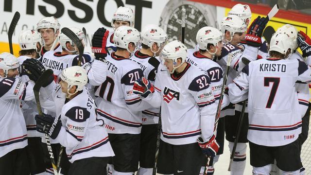 Les Américains célèbrent leur victoire (8-3) sur la Russie lors des quarts de finale du Mondial-2013, le 16 mai à Helsinki [Alexander Nemenov / AFP]