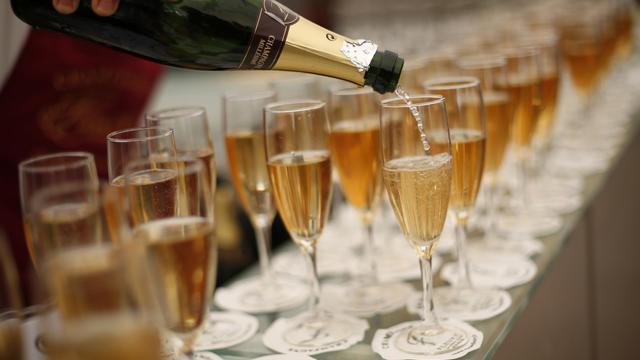Des verres remplis de champagne, en mai 2013 [Loic Venance / AFP/Archives]