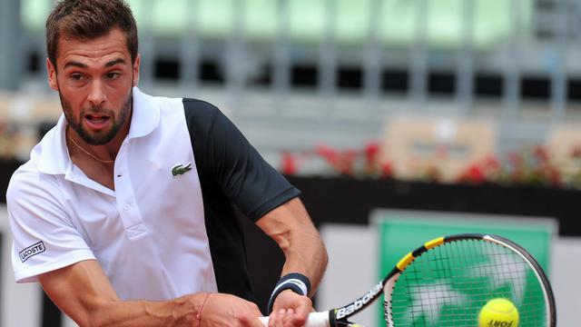 Benoît Paire frappe un revers lors du match contre Marcel Granollers le 17 mai 2013 en quarts de finale à Rome [Tiziana Fabi / AFP/Archives]