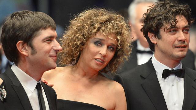 """L'actrice et réalisatrice italienne Valeria Golino arrive à la projection de son film """"Miele"""" à Cannes le 17 mai 2013 [Alberto Pizzoli / AFP]"""