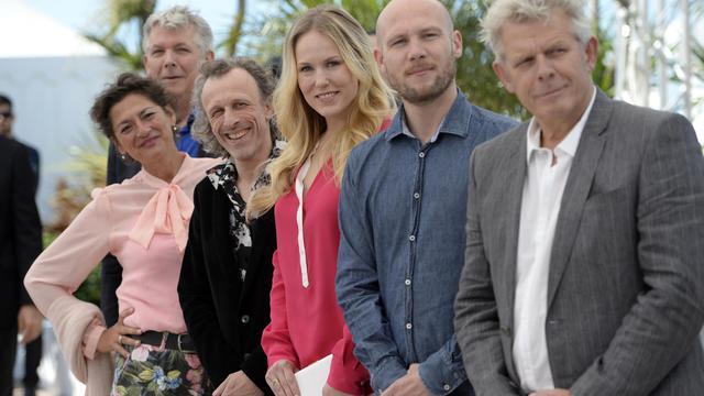 L'équipe du film Borgman pose à Cannes le 19 mai 2013 [Anne-Christine Poujoulat / AFP]