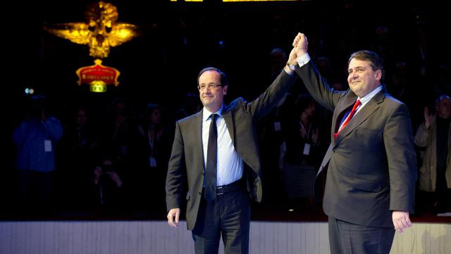 François Hollande et Sigmar Gabriel, le patron du SPD, le 17 mars 2012 à Paris [Fred Dufour / AFP/Archives]