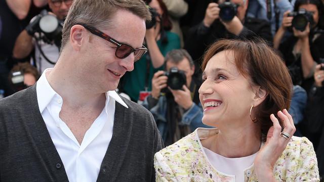 """Le réalisateur Danois Nicolas Winding Refn et l'actrice Kristin Scott-Thomas présentent """"Only God forgives"""" à Cannes, le 22 mai 2013 [Loic Venance / AFP]"""