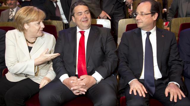 Angela Merkel, Sigmar Gabriel et François Hollande à Leipzig pour les 150ans du SPD, le 23 mai 2013 [Odd Andersen / AFP]