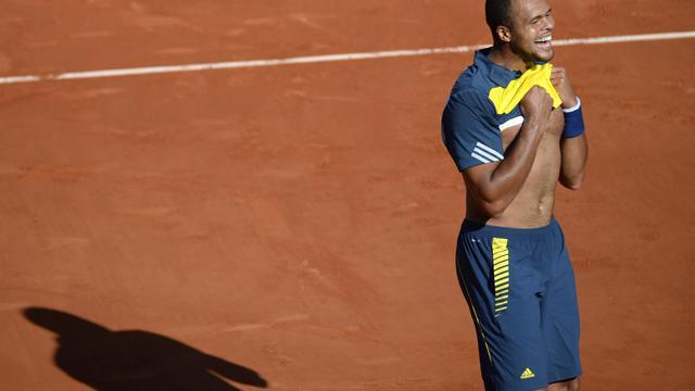 Jo-Wilfried Tsonga lors de sa victoire à Roland-Garros contre Roger Federer le 4 juin 2013 [Martin Bureau / AFP]