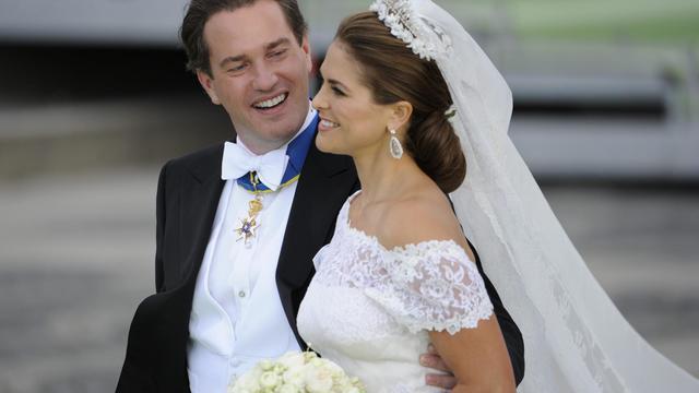 La princesse Madeleine de Suède (d) et son époux, le financier Christopher O'Neill, le 8 juin 2013 à Stockholm