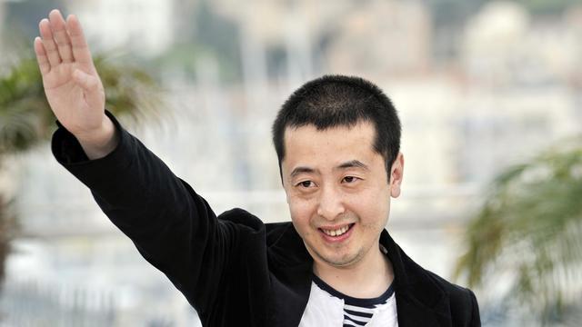 """Le réalisateur chinois Zia Zhang-Ke, le 17 mai 2008 au Festival de Cannes pour la présentation du film """"24 City"""" [Anne-Christine Poujoulat / AFP/Archives]"""