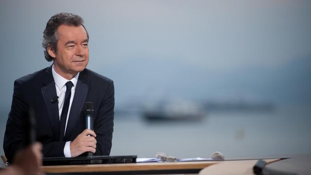 Michel Denisot présente le Grand Journal en direct de Cannes, le 13 mai 2009 [Martin Bureau / AFP/Archives]