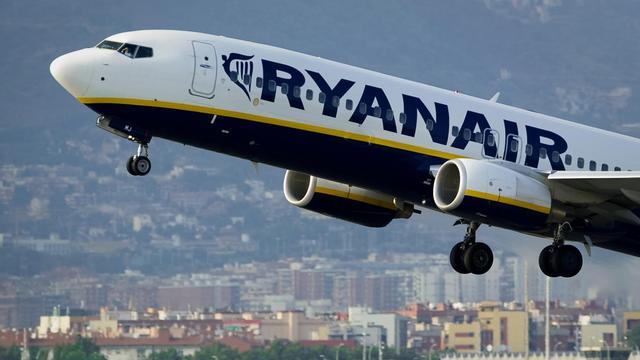 Les autorités aériennes espagnoles ont ouvert une enquête sur la compagnie irlandaise à bas coût Ryanair après que cette dernière eut demandé en juillet à faire atterrir en urgence trois de ses avions faute de kérosène, a-t-on appris mardi.[AFP]