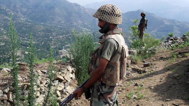 Un soldat pakistanais patrouille près de Maidan, le 3 août 2009 [ / AFP/Archives]