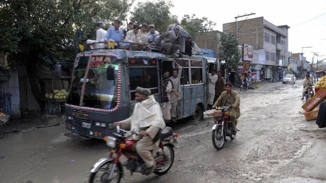 Un bus surchargé de passagers sur une route du Pakistan, en 2011 [Banaras Khan / AFP/Archives]