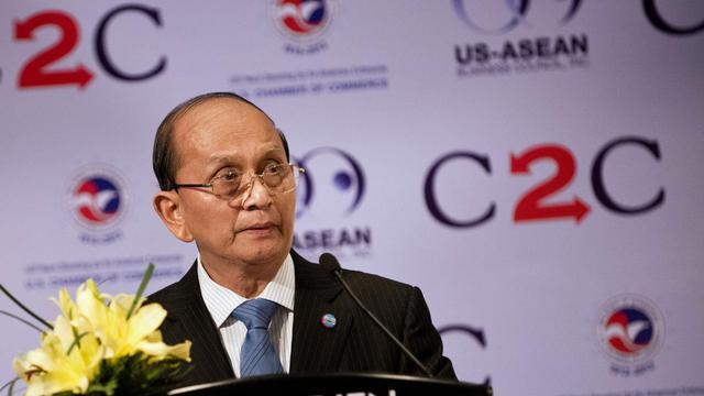 """Le Parlement birman a voté vendredi une loi censée favoriser l'afflux de capitaux étrangers dans le pays, engagé dans une dynamique de réformes politiques et économiques insufflées par le gouvernement """"civil"""" de l'ancien général Thein Sein. [POOL]"""