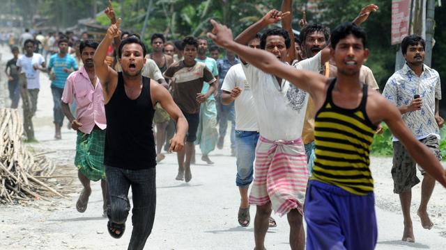 De nouveaux heurts opposant des musulmans et des membres d'une tribu locale ont éclaté jeudi dans le nord-est de l'Inde, et l'Etat a fait intervenir l'armée et des troupes paramilitaires pour mettre fin à un conflit qui a déjà fait 80 morts et plus de 400.000 déplacés.[AFP]