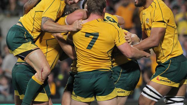 Les Australiens célèbrent l'essai de Scott Higginbotham, lors de leur match du Four Nations contre l'Afrique du Sud, le 8 septembre 2012 à Perth. [Tony Ashby / AFP]