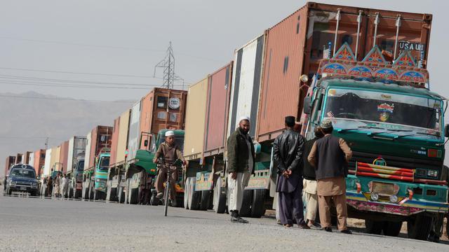 Des camions transportent du matériel de l'Otan, le 12 février 2013 aux environs de Quetta au Pakistan [Banaras Khan / AFP/Archives]