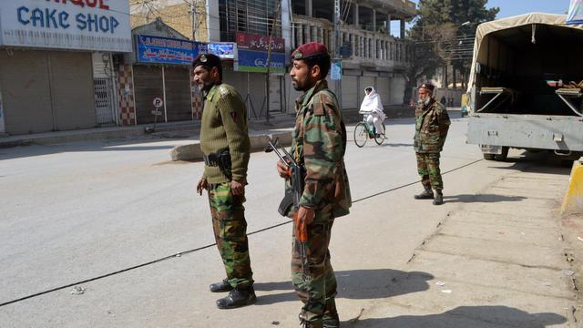 Des soldats pakistanais dans une rue de Quetta, le 17 février 2013 [Banaras Khan / AFP/Archives]