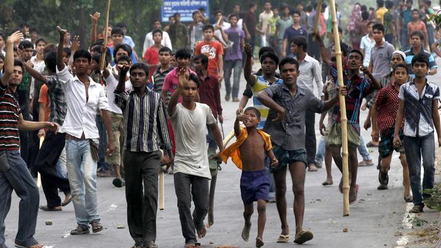 Des ouvriers du textile manifestent à Savar, le 27 avril 2013 [ / AFP/Archives]