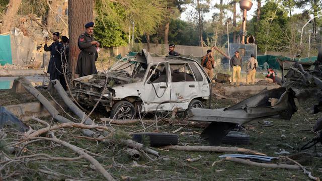 Des policiers pakistanais sur les lieux d'un attentat suicide le 13 mai 2013 à Quetta, au Baloutchistan [Banaras Khan / AFP/Archives]