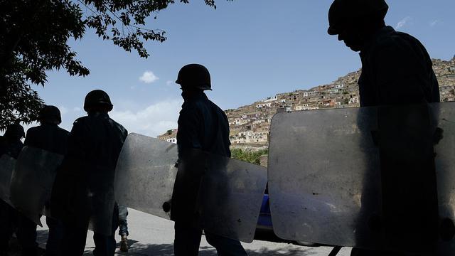 Des policiers afghans anti-émeutes le 22 mai 2013 dans Kaboul [Shah Marai / AFP]