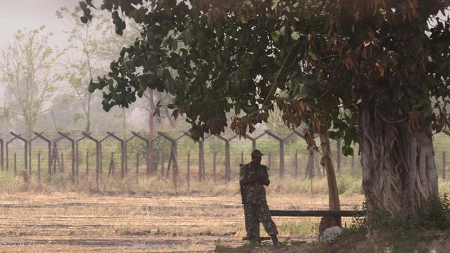 Un soldat indien près de la frontière avec le Pakistan à proximité d'Amritsar (nord-ouest), le 25 mai 2013 [Narinder Nanu / AFP/Archives]