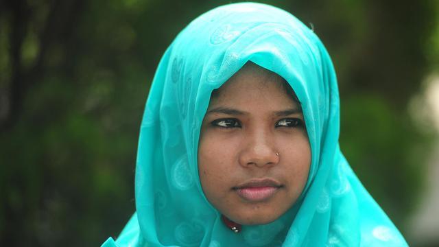Reshma, la jeune couturière bangladaise de 18 ans sauvée miraculeusement des ruines d'un immeuble effondré fin avril, le 6 juin 2013 près de Dacca [Munir Uz Zaman / AFP]