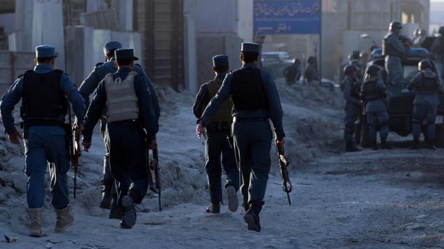 Des policiers afghans à Kaboul, le 10 juin 2013 [Massoud Hossaini / AFP]