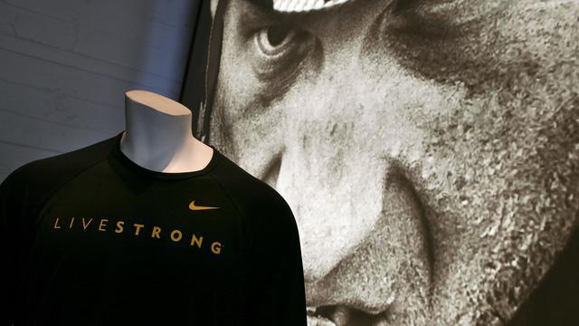 Nike lâche Armstrong qui quitte son association Livestrong