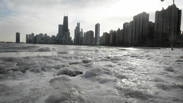 Des chercheurs ont testé dans le lac Michigan, 0 Chicago, un système de détection des polluants utilisant des nanoparticules recouvertes de poils minuscules, capables de piéger les métaux lourds comme le mercure même à des concentrations infimes. [GETTY IMAGES NORTH AMERICA]