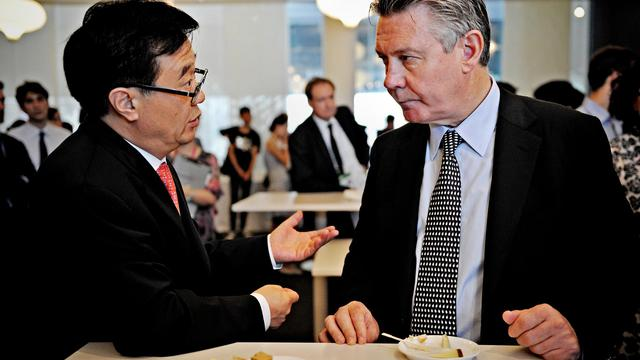 Le commissaire européen au Commerce Karel De Gucht, et le vice ministre du commerce chinois, Gao Hucheng à Shangaï le 22 juillet 2010 [Philippe Lopez / AFP/Archives]