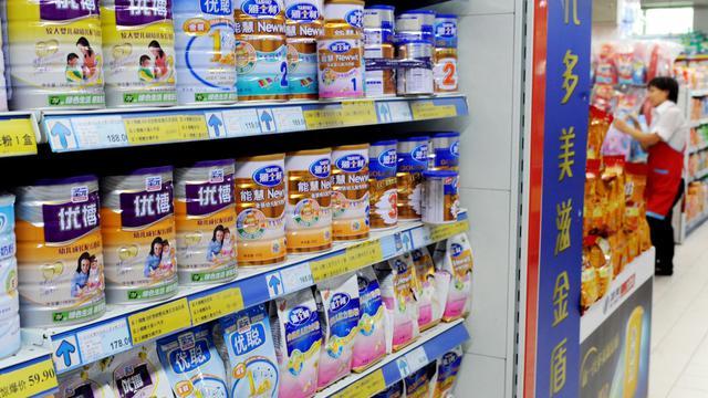 Des boîtes de lait en poudre Synutra dans un supermarché de Pékin [ / AFP/Archives]