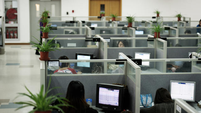 Des personnes travaillent dans une entreprise [Andrew Ross / AFP/Archives]