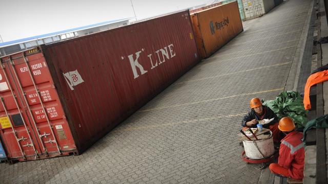 Des conteneurs dans un port de Shangaï, le 7 décembre 2011 [Peter Parks / AFP/Archives]