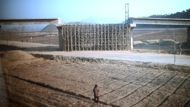 Construction d'un pont en Corée du Nord, le 8 avril 2012 [Pedro Ugarte / AFP/Archives]