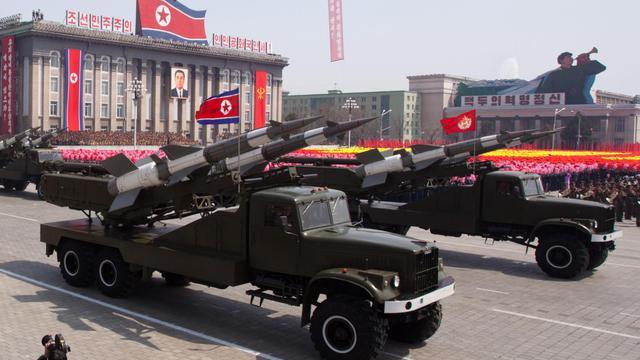 Des missiles sol-air lors d'un défilé militaire en l'honneur des 100 ans de la naissance de Kim Il-Sung, à Pyongyang le 15 avril 2012 [Ed Jones / AFP/Archives]