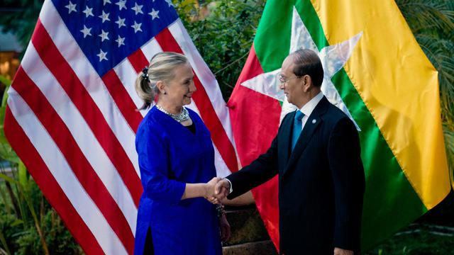 Hillary Clinton et Thein Sein le 13 juillet 2012 à Siem Reap [Brendan Smialowski / AFP/Archives]