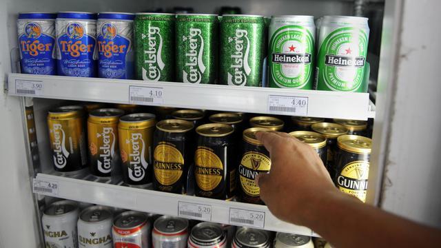 Des cannettes de bière Tiger, propriété de Asia Pacific Breweries (APB) dont Heineken veut prendre le contrôle, en juillet 2012 [Roslan Rahman / AFP/Archives]