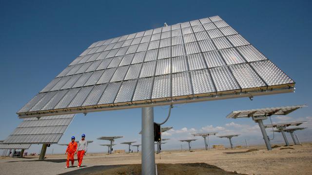 Un champ de panneaux photovoltaïques à Hami, dans l'ouest de la Chine, le 6 août 2012 [ / AFP/Archives]
