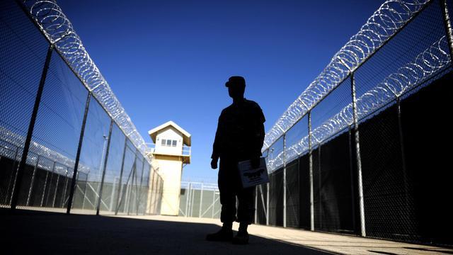 """Les Etats-Unis ont transféré lundi aux autorités afghanes plus de 3.100 prisonniers, notamment des membres présumés des talibans et d'Al-Qaïda, détenus à la prison de Bagram, souvent qualifiée de """"Guantanamo afghan"""", lors d'une cérémonie à laquelle assistait l'AFP. [AFP]"""