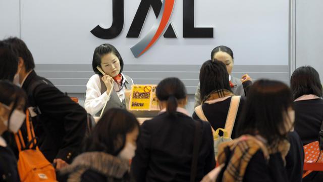 La compagnie aérienne Japan Airlines (JAL) a annoncé lundi que son retour en Bourse allait permettre de lever l'équivalent de 6,6 milliards d'euros, le maximum espéré, ce qui va représenter la deuxième plus grosse introduction de l'année après celle de Facebook. [AFP]