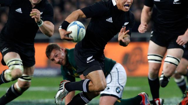 Aaron Smith file marquer le 2e essai néo-zélandais contre l'Afrique du Sud dans le Four Nations le 15 septembre 2012 à Dunedin [Marty Melville / AFP]