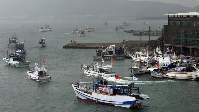 Des bateaux taïwanais quittent le port de Suao à destination d'un archipel japonais revendiqué par Taïwan et la Chine [Mandy Cheng / AFP]