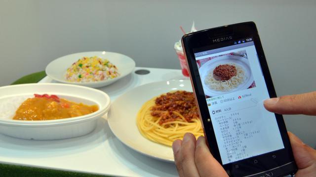 Démonstration d'une application pour smartphone, le 2 octobre 2012 au salon de l'électronique Ceatec de Tokyo [Yoshikazu Tsuno / AFP]