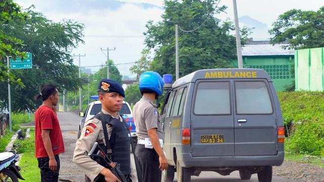 Des policiers, le 5 janvier 2013 à Dompu,dans l'est de l'Indonésie [Muhammad Yuhsril Ramadhan / AFP/Archives]